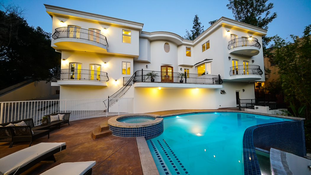4156 SUNSWEPT DR STUDIO CITY | Roger Perry